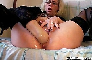 Grannies and milfs fisting pussy