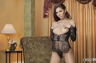 All Natural Hottie Gianna Dior Playing With Pussy In A Glamorous Masturbation Scene